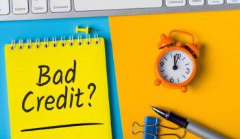 """una sveglia e la scritta """"Bad credit"""": cosa sono i crediti insoluti?"""